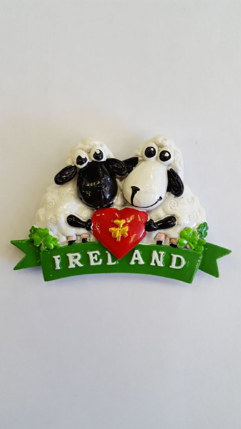 Cedrick Ireland Sheep Holding Heart - White - Irish Gift